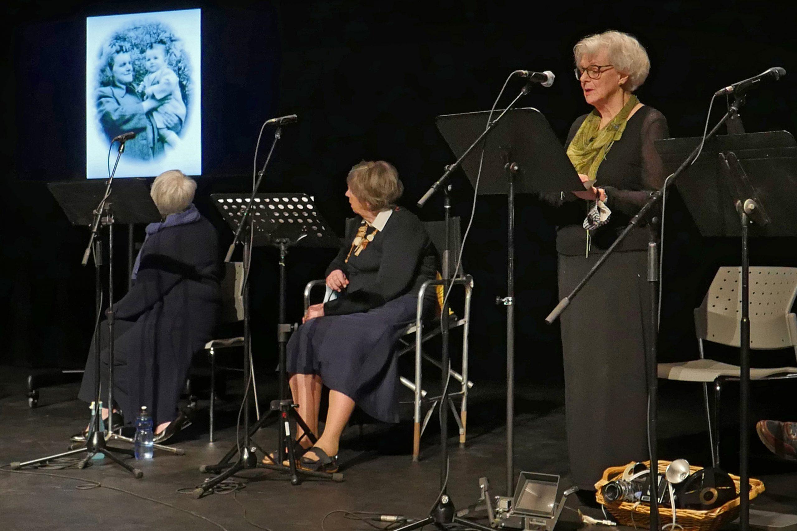 DE LA CONFIDENCE À LA SCÈNE Projet Théâtral Pour Aîné·es Rita, Irène Et Claire